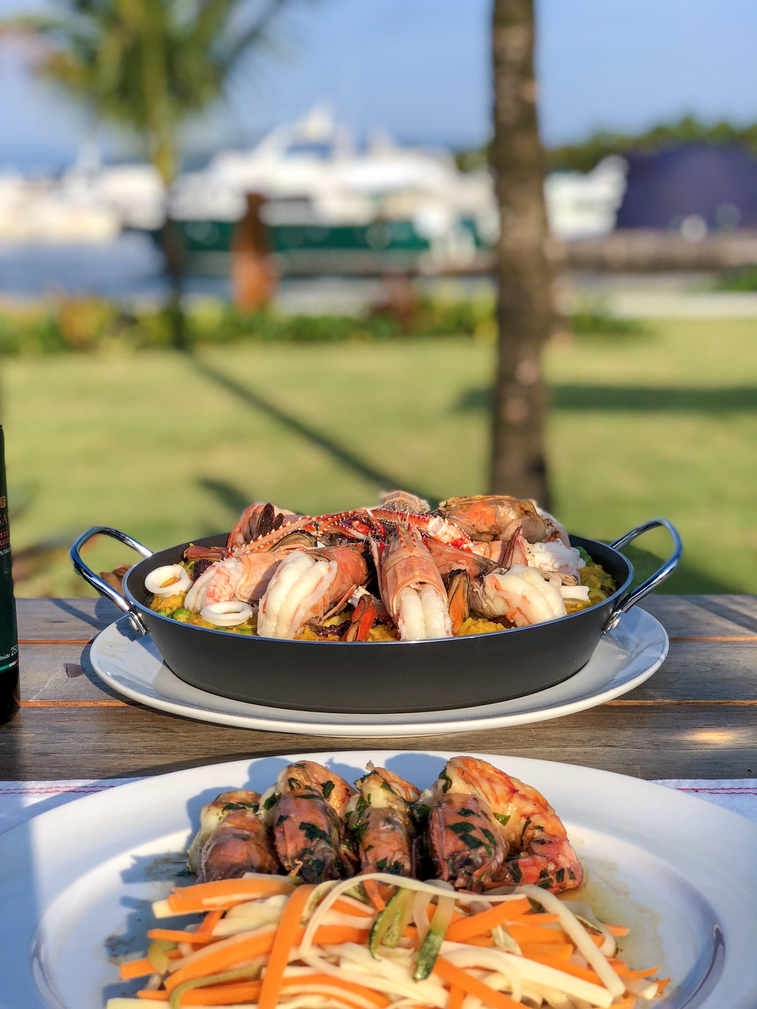 O Fasano Angra dos Reis tem dois restaurantes. O restaurante Praia e o Crudo: o primeiro com menu italiano e o segundo especializado em frutos do mar.
