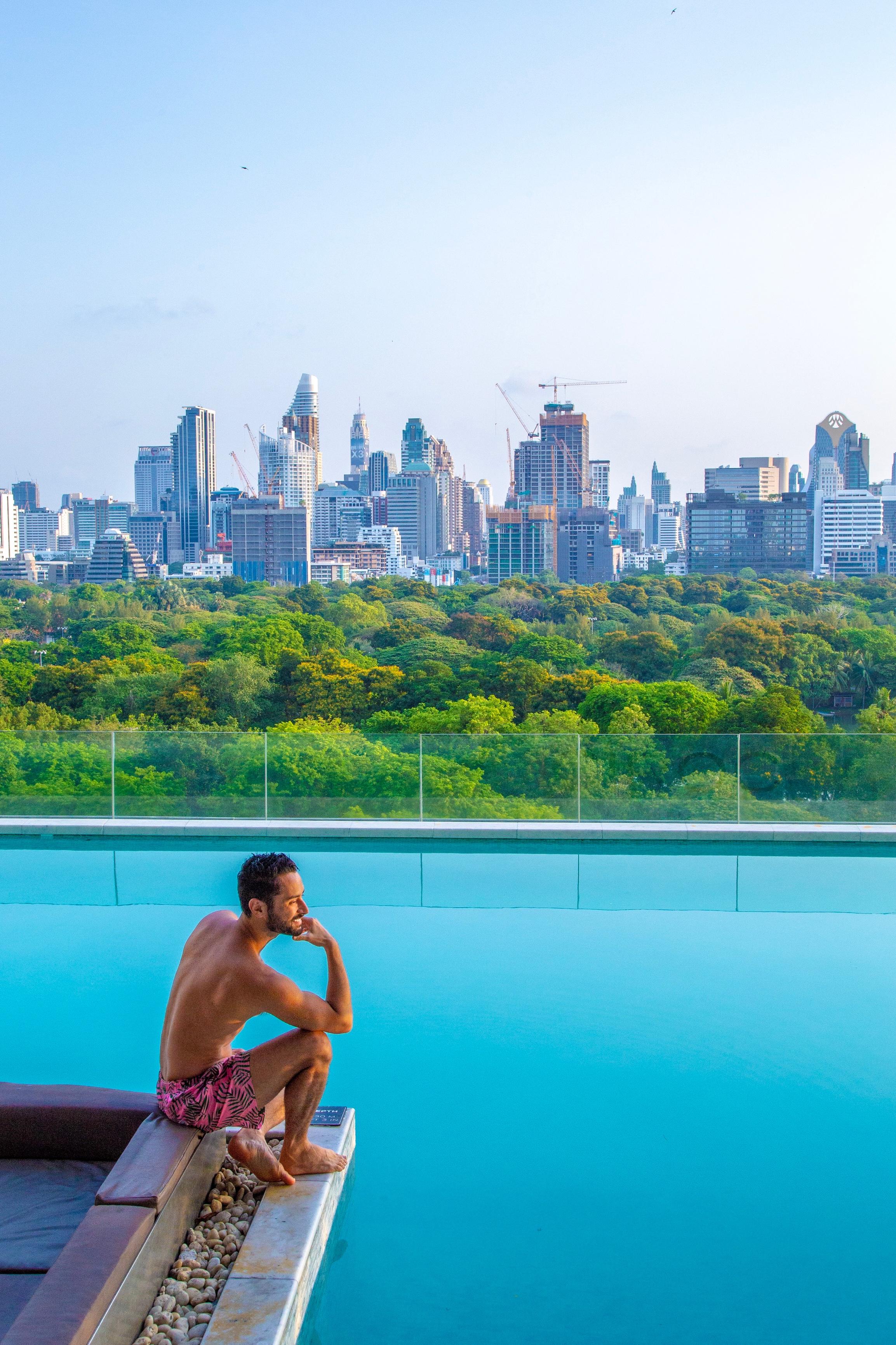 O So Sofitel de Bangkok tem uma das vistas mais lindas da cidade. O hotel super bem localizado fica em frente ao Lumphini Park.
