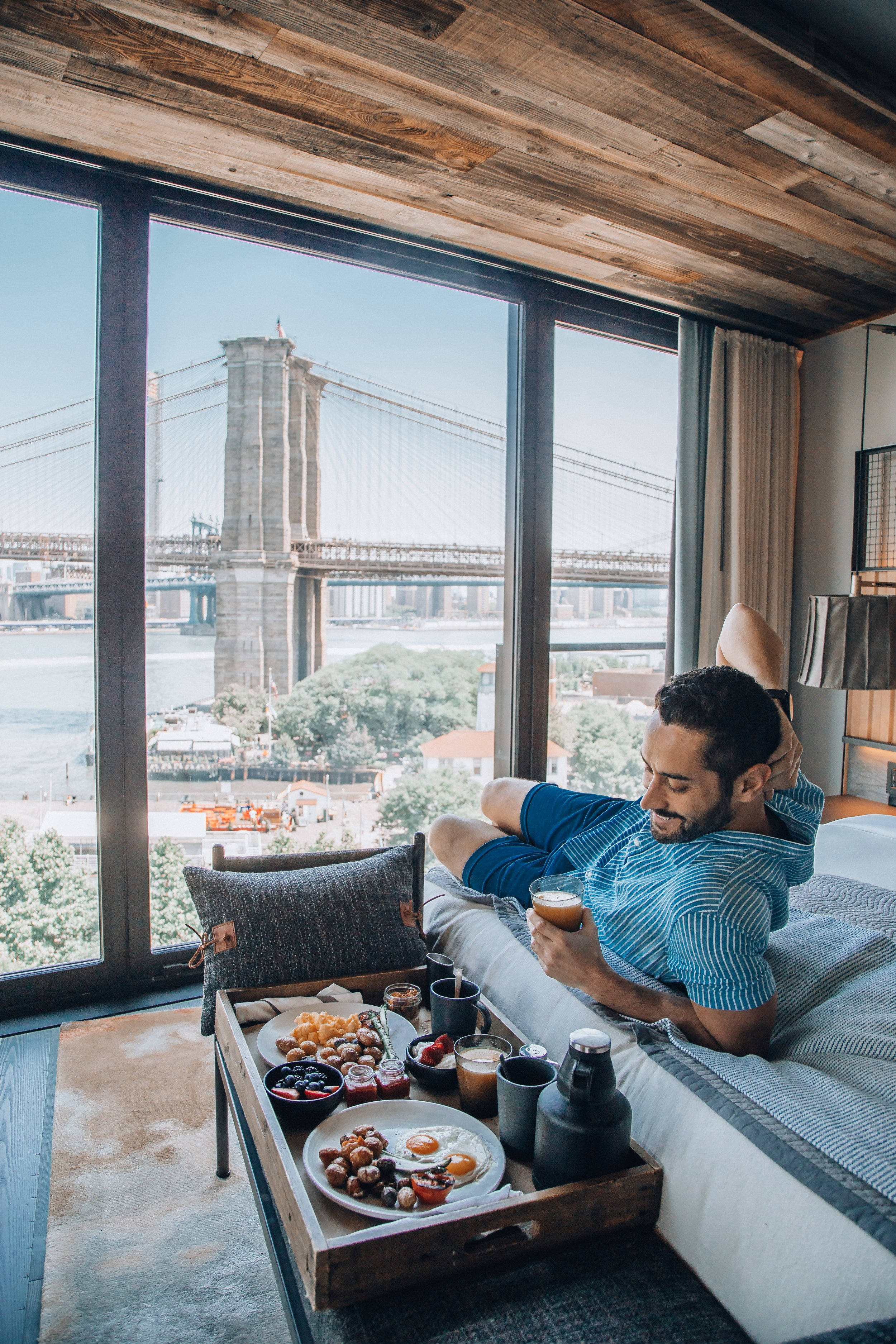 The Residence is the hotel's largest apartment with 2 suites, a spacious living room and breathtaking views of the Brooklyn bridge and Manhattan skyline.
