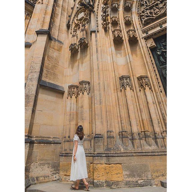 #takemeback to Beautiful Prague Castle! . . #europeanstreets #prague #travelling #adventure #praguecastle #photooftheday #limescooters🛴 #gameofthrones #unmatchedbeauty #kingslanding #beauty #historic #travelblogger #whenindianstravel #travelmindset #happymindset #happy #dress #photooftheday #chezrepublic #chezbeer #blogcomingsoon #happy #sun #takemebacktues #tb #myindianroots . . 📸 by @slr_infinity @swapnil510