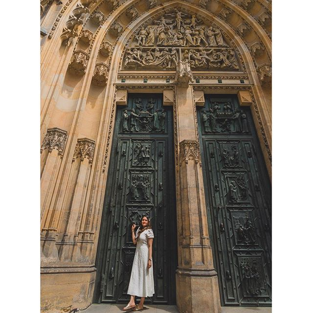 #takemeback to Beautiful Prague Castle! . . #europeanstreets #prague #travelling #adventure #praguecastle #photooftheday #zadar #gameofthrones #unmatchedbeauty #kingslanding #beauty #historic #travelblogger #whenindianstravel #travelmindset #happymindset #happy #dress #photooftheday #chezrepublic #chezbeer #blogcomingsoon #wideangle #photography #happy #sun #takemebacktues #tb #myindianroots . . 📸 by @slr_infinity @swapnil510