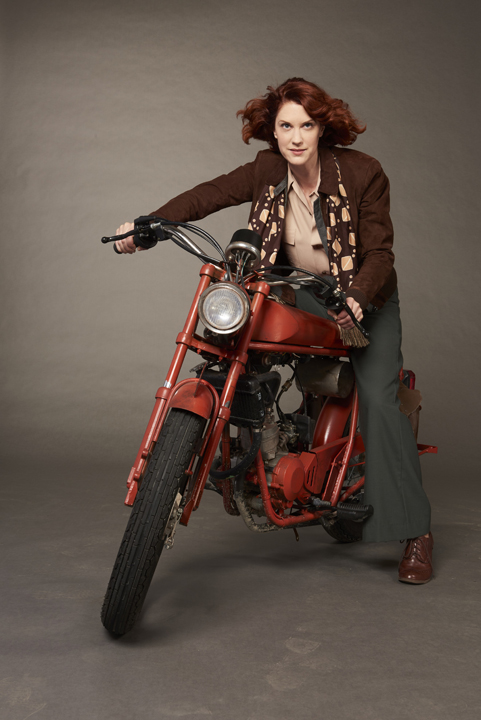 Lauren Lee Smith portrays a badass 1920s private investigator in CBC's  Frankie Drake Mysteries .