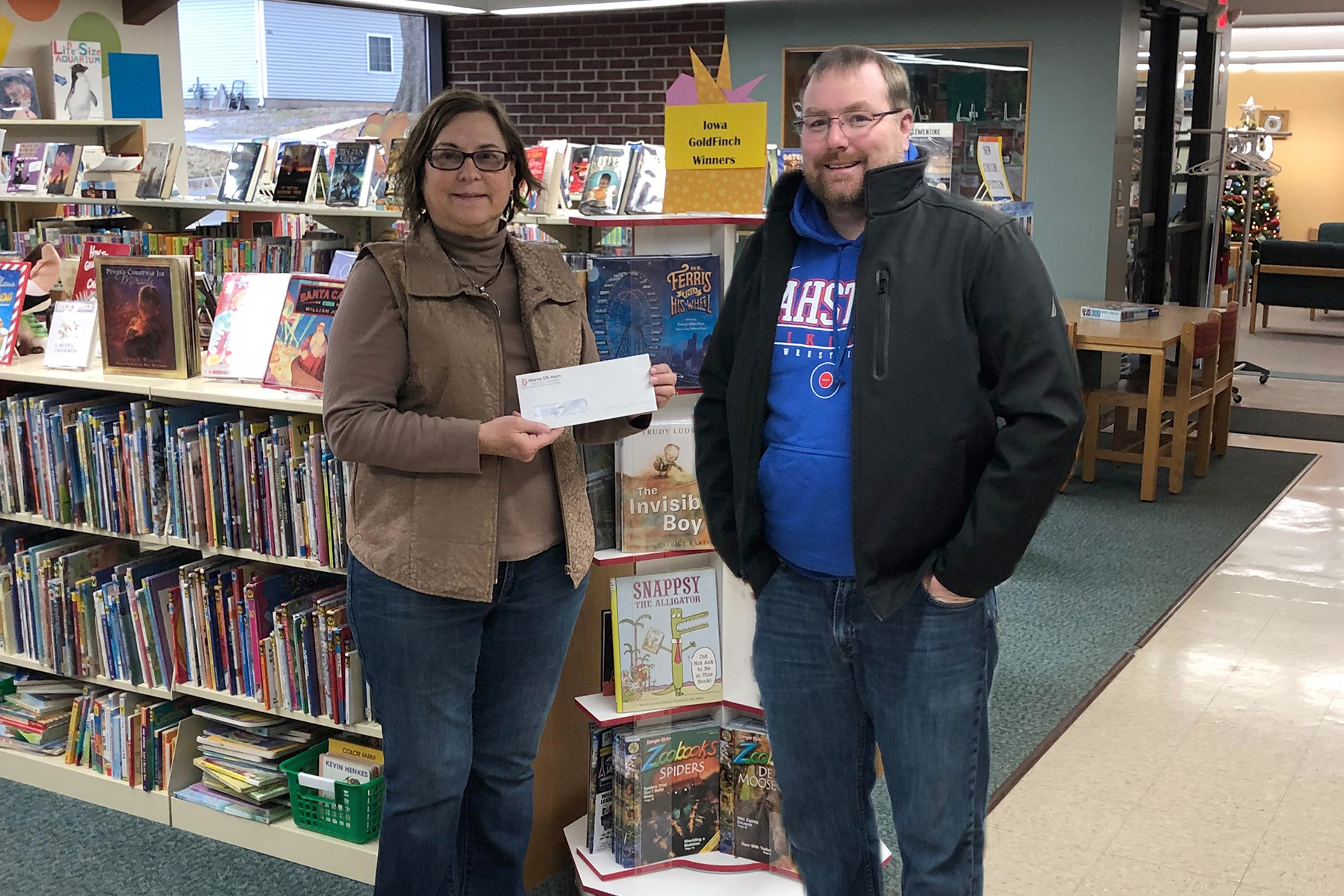 METC's Rob Sampson presenting to Serena Riesgaard, representing the Avoca Library.