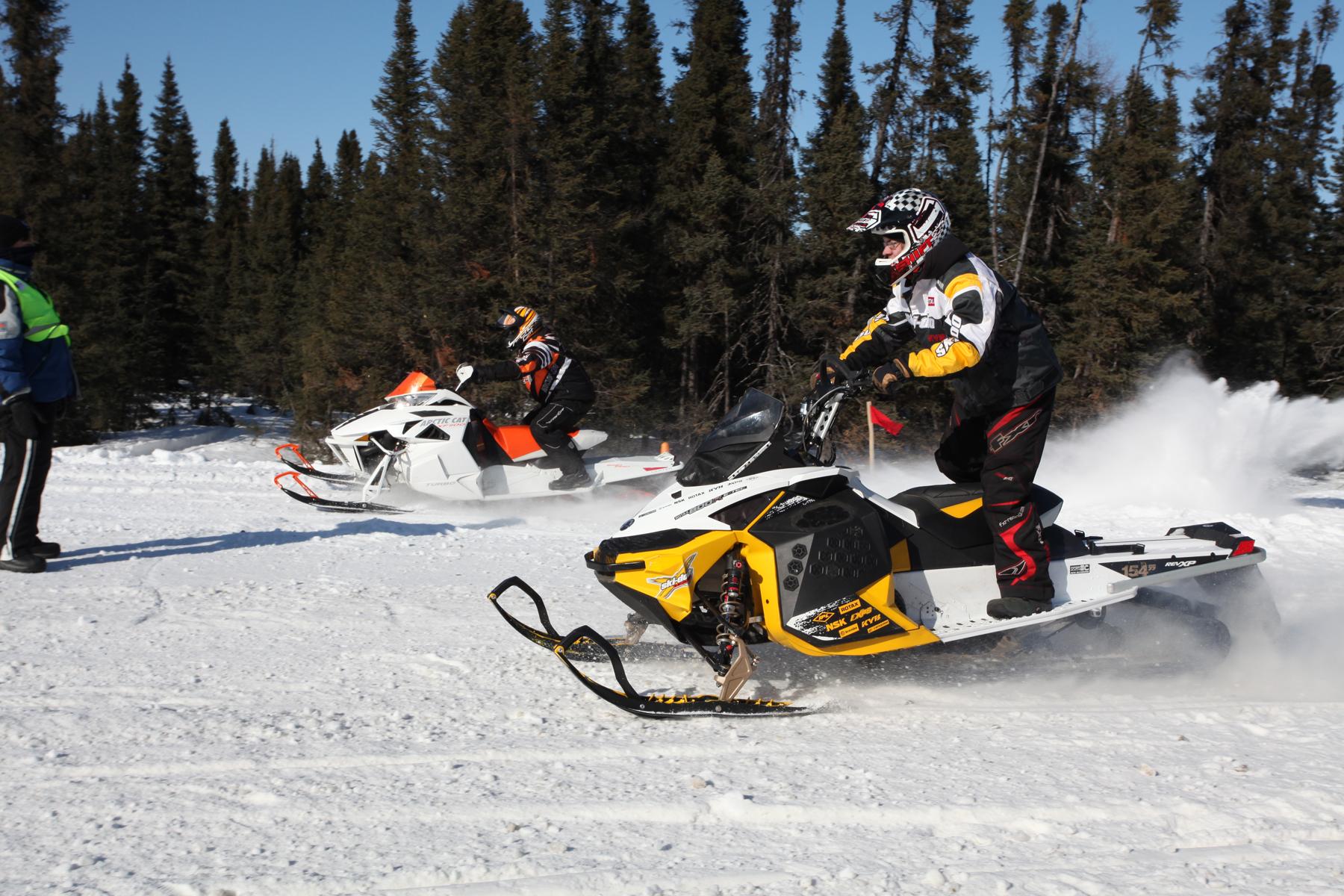 Course de motoneiges -