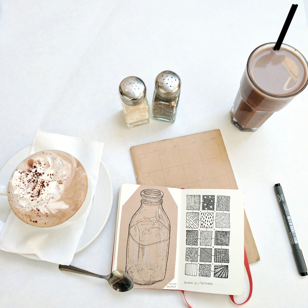 """""""A lovely café and drawing practice go together perfectly, don't they?"""""""