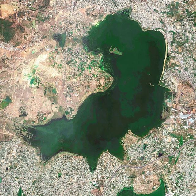 Two pictures of Puzhal Lake in Chennai, India...looking at the change between 2014 and 2017. Chennai was one of the stops on our Spring 2019 #climate #gapyear when we spent time with experts from @100rescities learning about their work to manage droughts and flooding with the City of a 1000 Tanks initiative.  Applications are now open for our fall program in Chile.