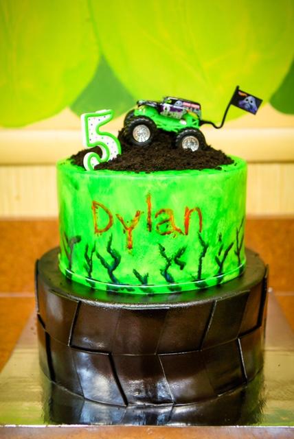 jkp-dylan5bday-cake011.jpg