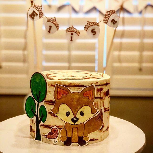 Birthday cakes for identical twin girls on their 1st birthday. . #woodlandtheme #woodlandthemecake #birthdaycakeideas #redflourco #losangelescakes