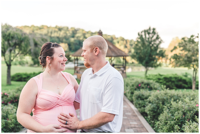 maternity session roland park ephrata pa