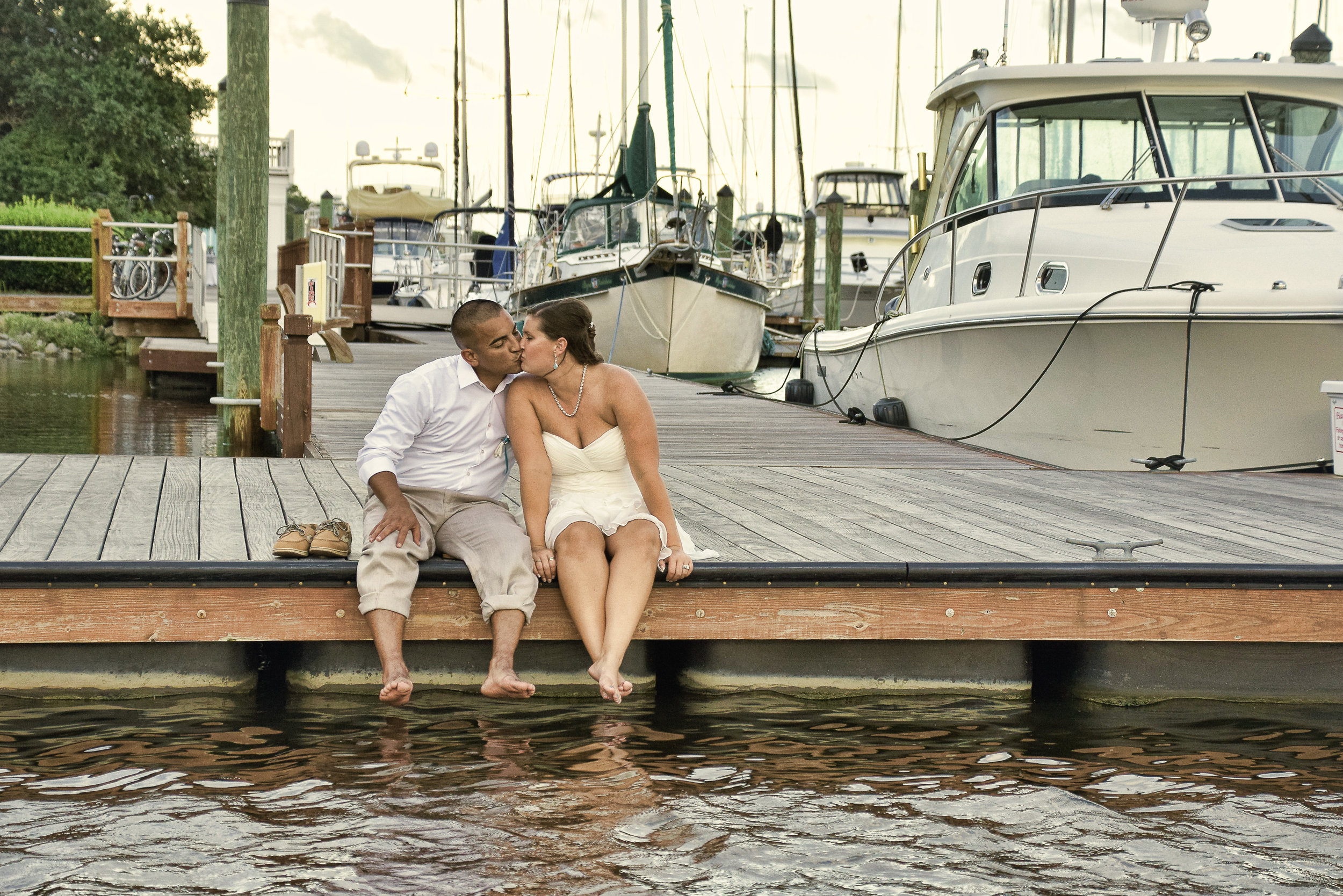 Kiss on the dock.