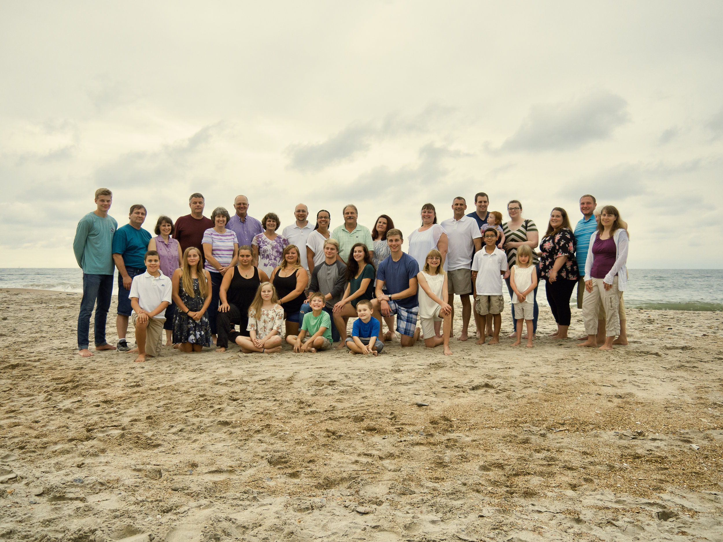 - Large family at Topsail Island. Billy Beach Photography.