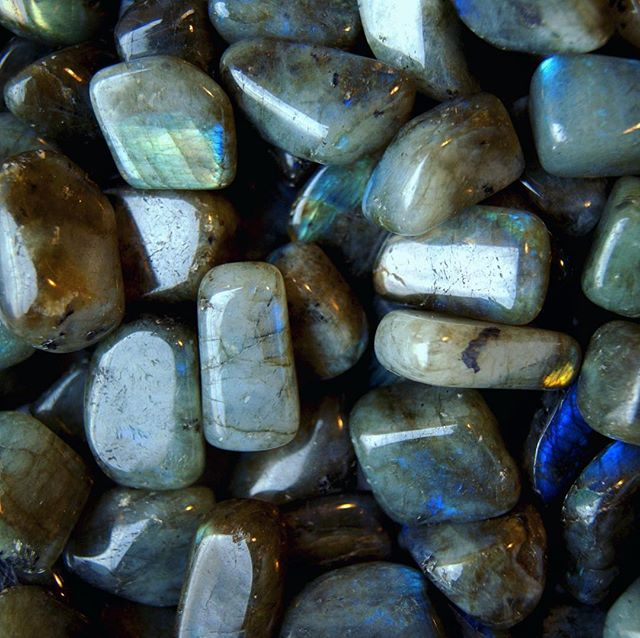 Calming #labradorite is a great tool for #meditation as it helps to connect to our inner voice and purpose ✨ #stoneofthemonth #sale