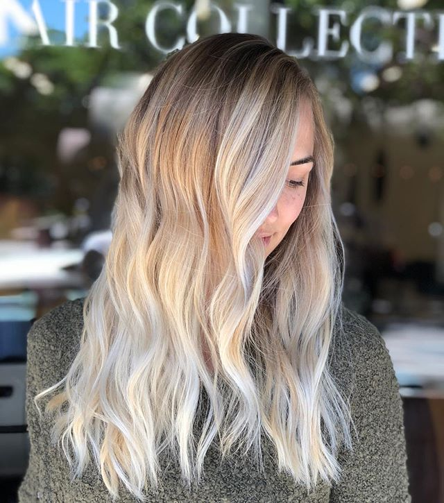 L A U R E N // Lauren is naturally on the lighter scale of color and embraces the warmth. Therefore open air balayage was a perfect solution to blonde her. Loving the results ✨ . . . . . . #hernameismel #meldoeshair #hair #blondehair #balayage #balayageartist #balayageblonde #hair #hairstylist #chicohair #chicohairstylist #chico #chicocalifornia #chicostate #chicosalon #sombre #ombre #platinum #modersalon #mastersofbalayage #northerncalifornia #pulpriot #claylightener #prettyhair #hairinspo #hairideas