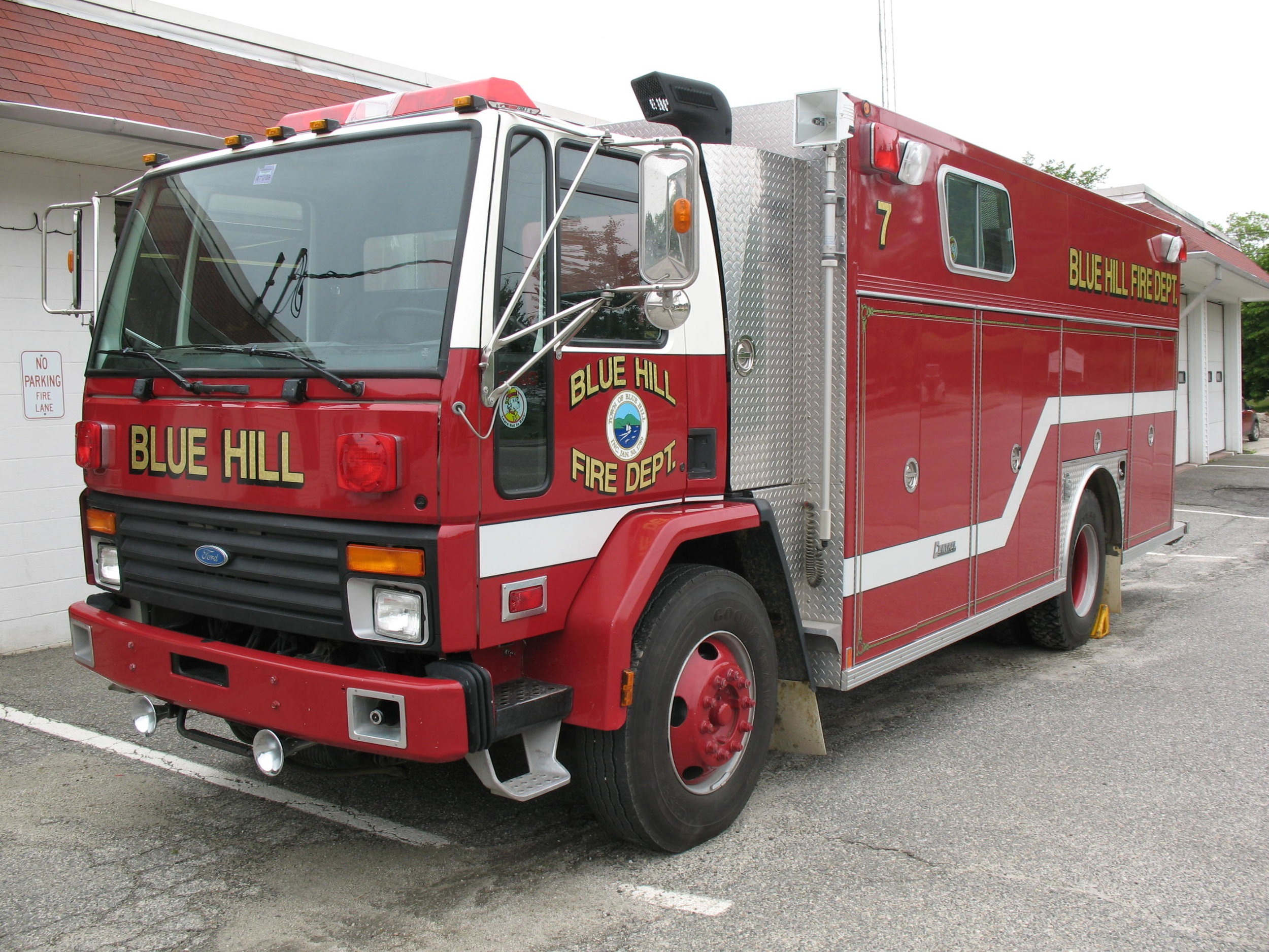 Town-of-Blue-Hill-Engine-7-Fire-Department.JPG