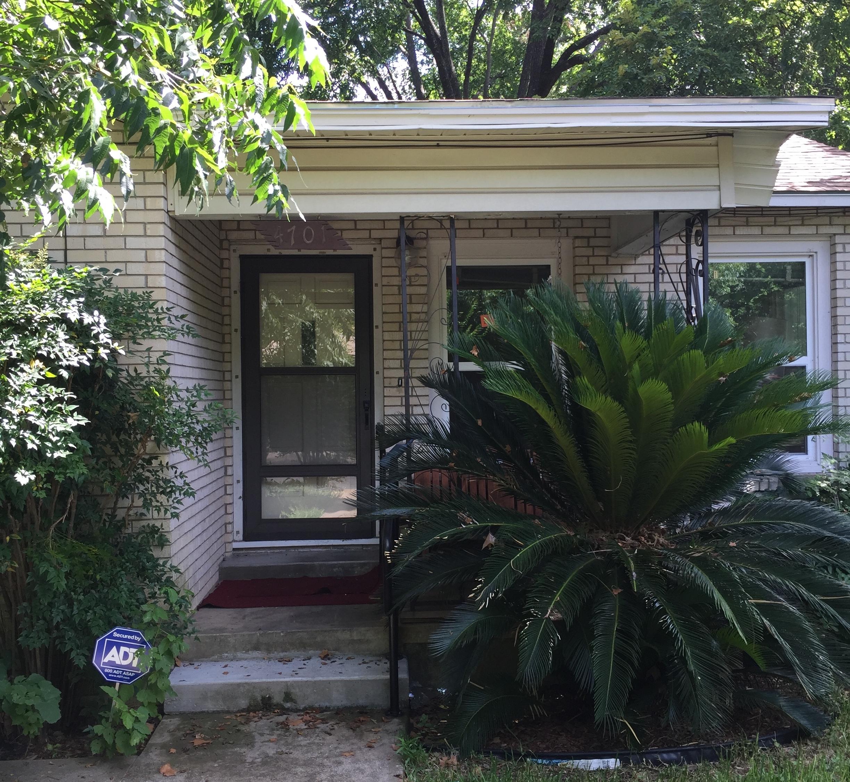 House - Outside.JPG