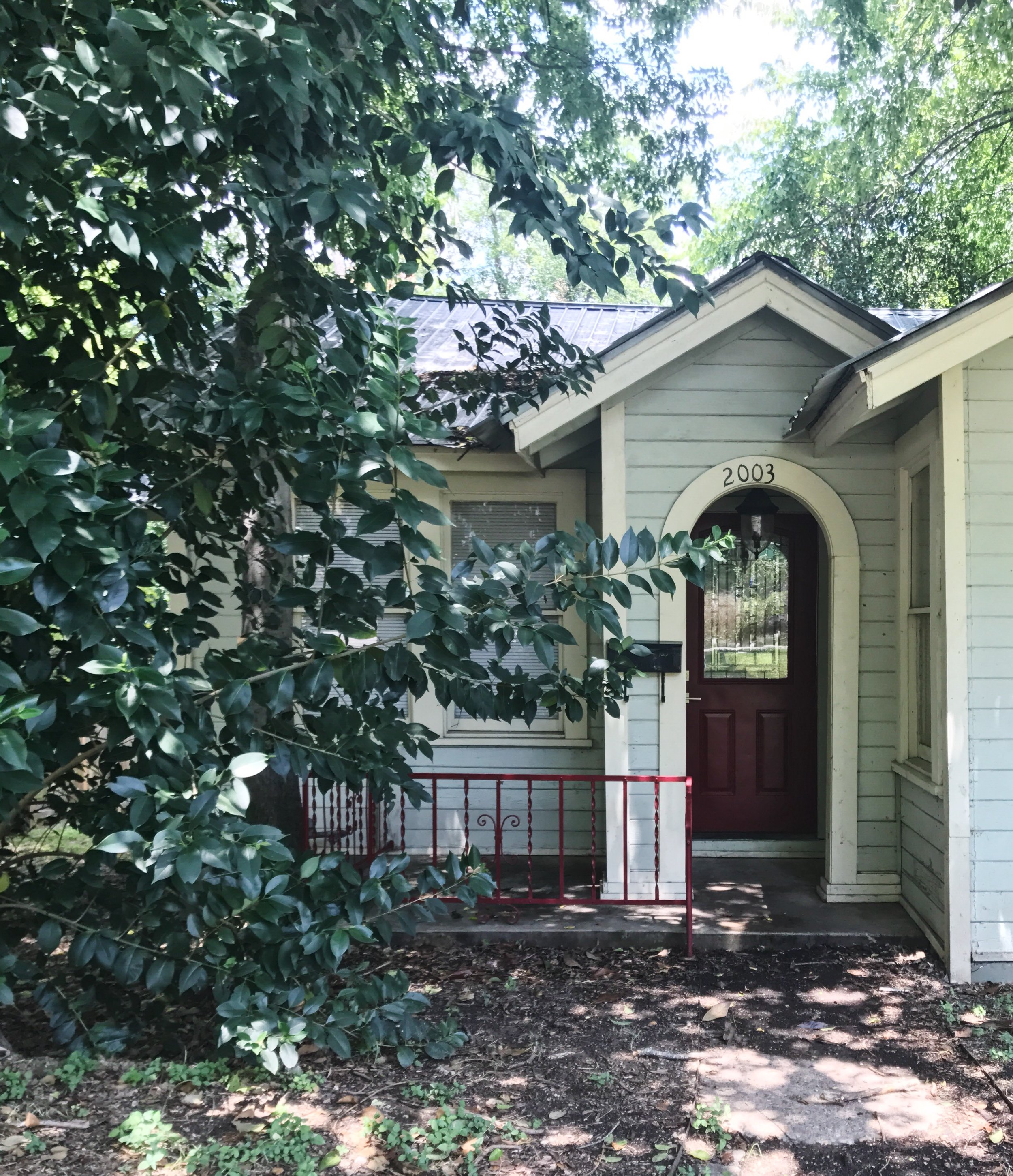 A sweet Austin cottage for rent near downtown.