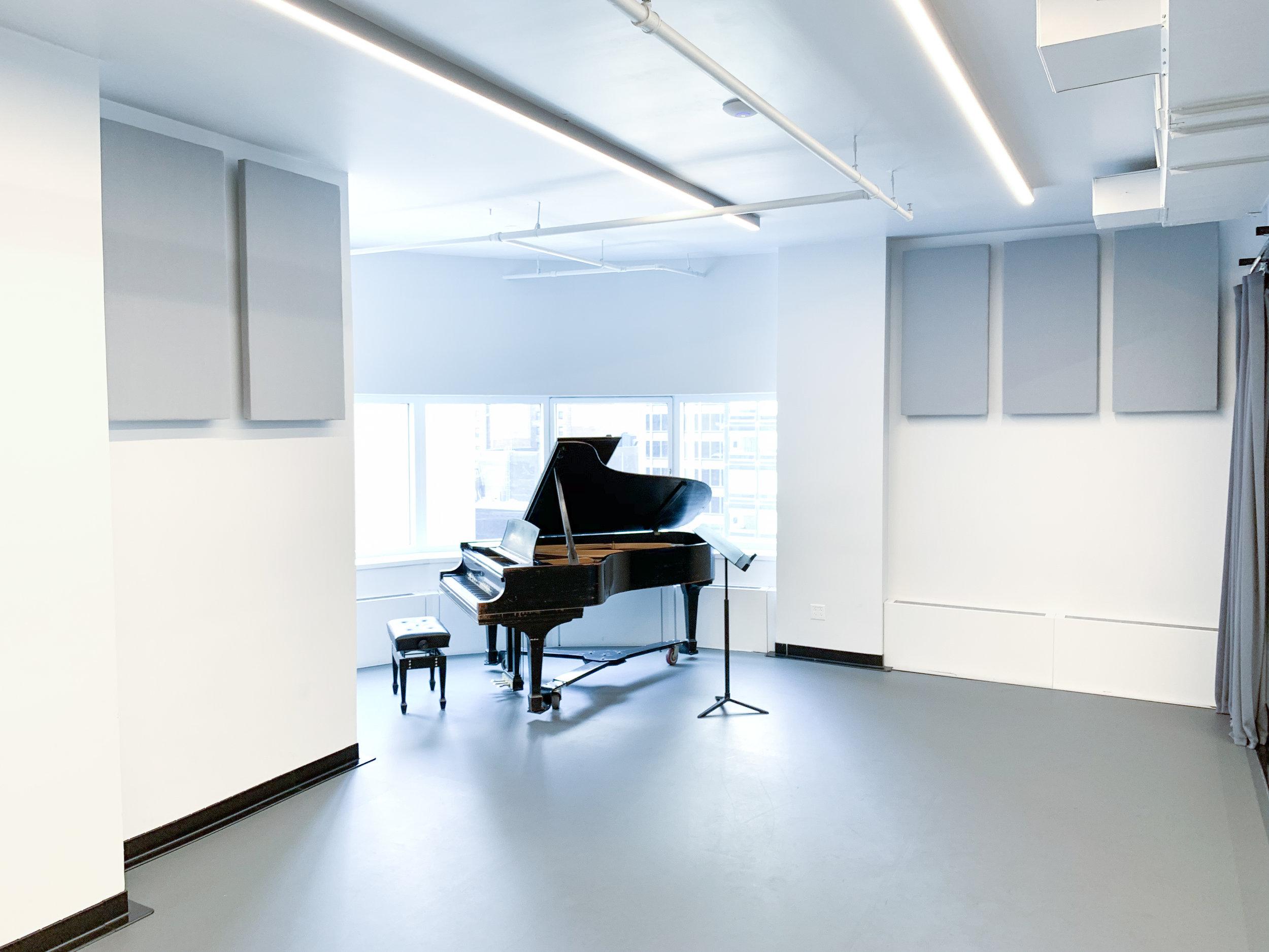 STUDIO 11M & 12M: (32' x 16')
