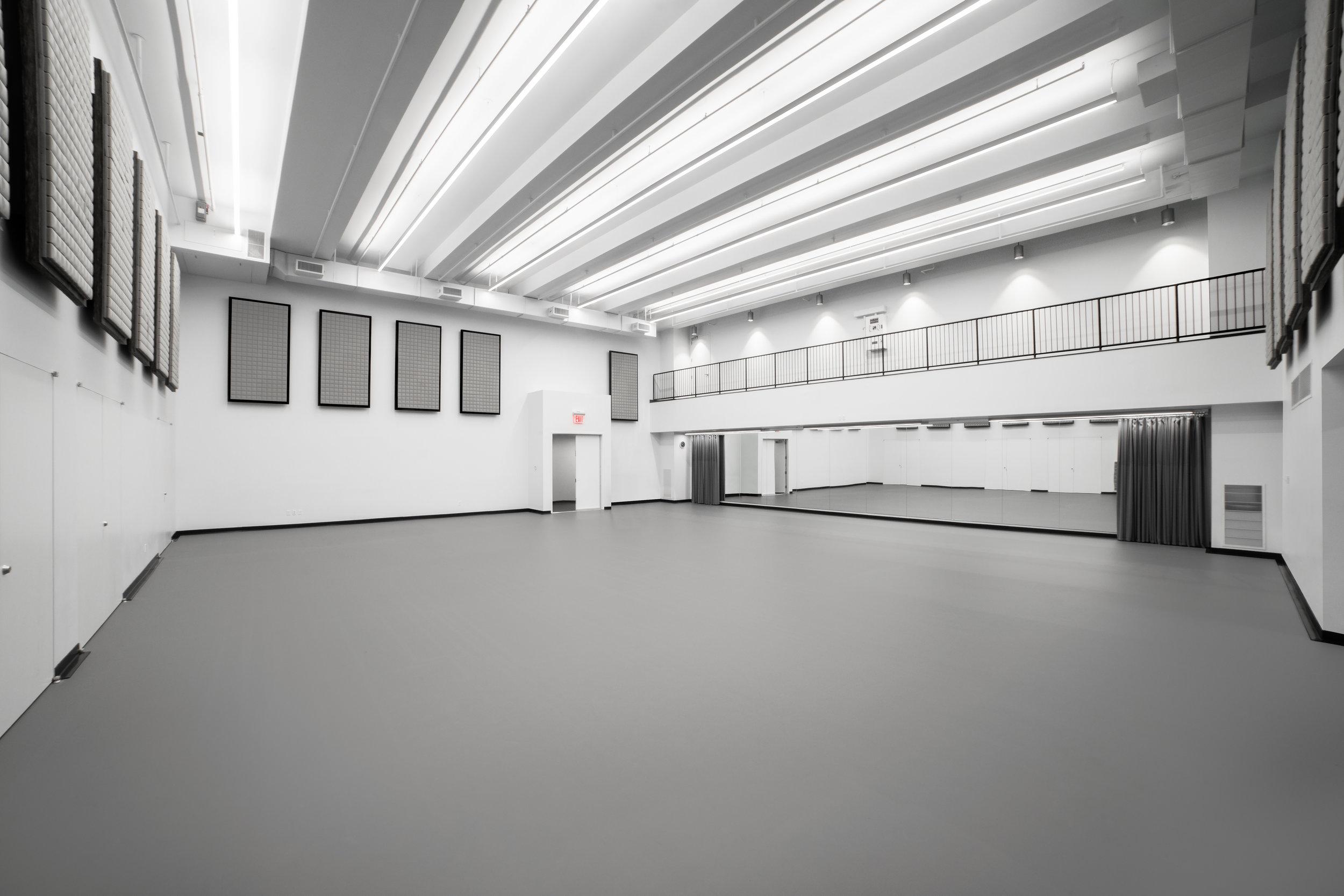 STUDIO 11B (66' x 50')