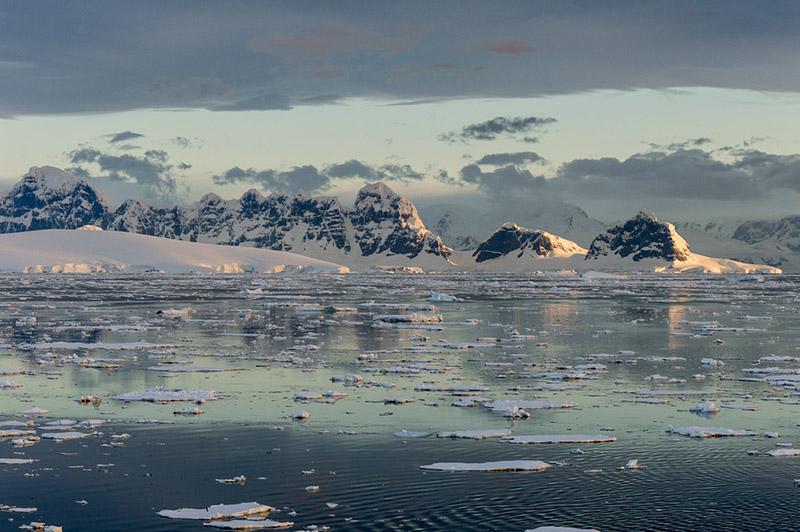 Anvers Island Mountain Range. Antarctica