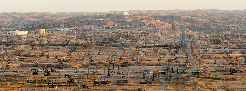 Oildale Oilfield. Bakersfield, CA. Study #6 (35,24.6231N 118,58.8778W)