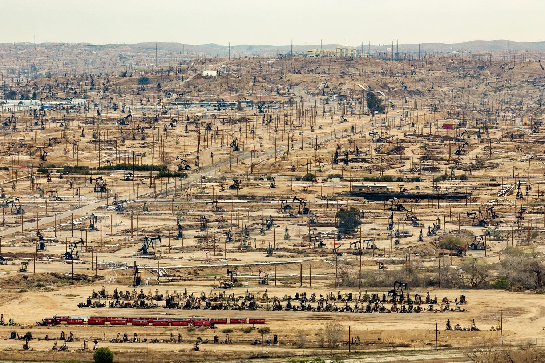 Oildale Oilfield. Bakersfield, CA. Study #7  (35,24.6353N 118,58.6151W)