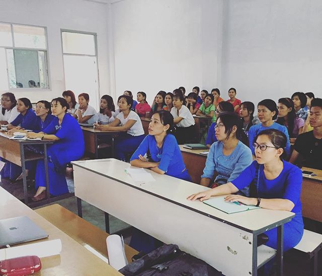 Great to see so many women studying marine science in Myanmar! 👭💪🏽 . . . #stem #womeninscience #womeninstem #science #livelihoodslab #livelihoods #university #women #futurescientists #myeik #myanmar @cstfa_jcu @jamescookuniversity
