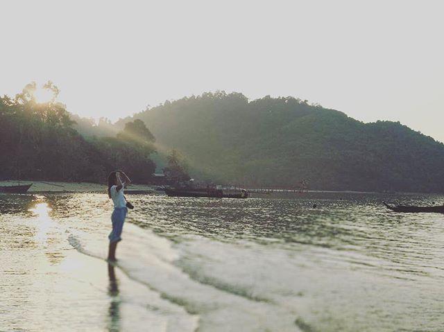 We get to work in some pretty beautiful locations! . . . #livelihoods #livelihoodslab #beach #island #communities #fisheries #boats #fishing #photooftheday #forest #phd #phdlife #worklife #mornings #myanmar #myeik #archipelago #sharkraympa @cstfa_jcu @sharkconservationfund @jamescookuniversity @saltwater.sapien