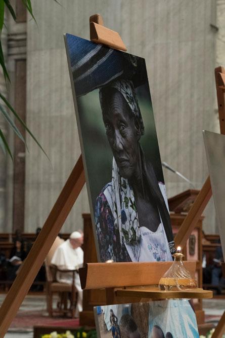 praying-with-pope-francis_v10_445x667.jpg