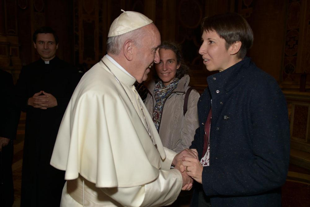 praying-with-pope-francis_v1_1000x667.jpg