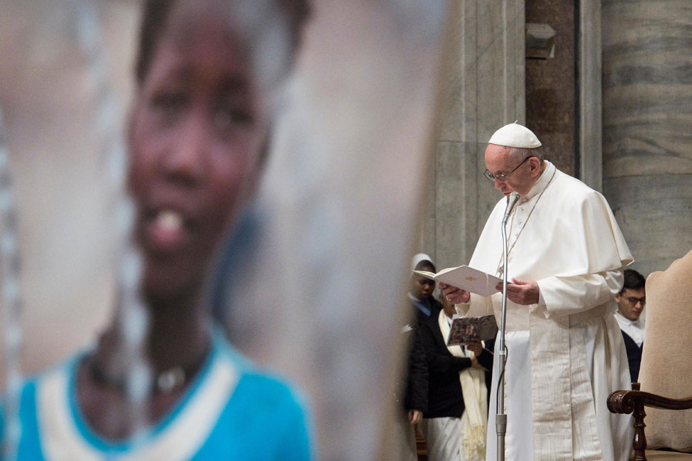 praying-with-pope-francis_v15_1000x667.jpg