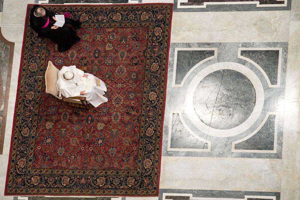 praying-with-pope-francis_v13_1000x667.jpg