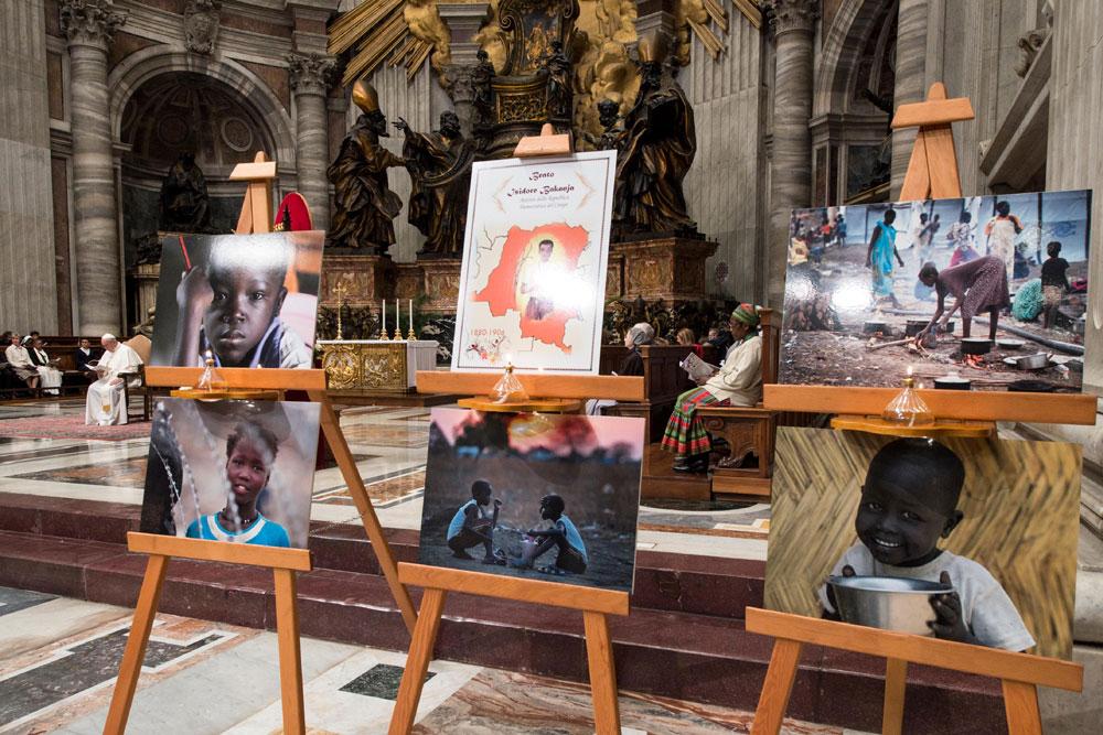 praying-with-pope-francis_v12_1000x667.jpg