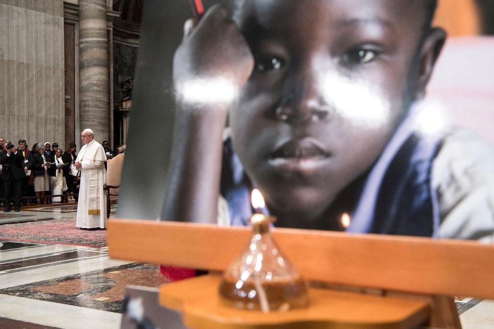praying-with-pope-francis_v6_1000x667.jpg