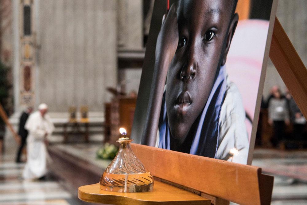 praying-with-pope-francis_v5_1000x667.jpg