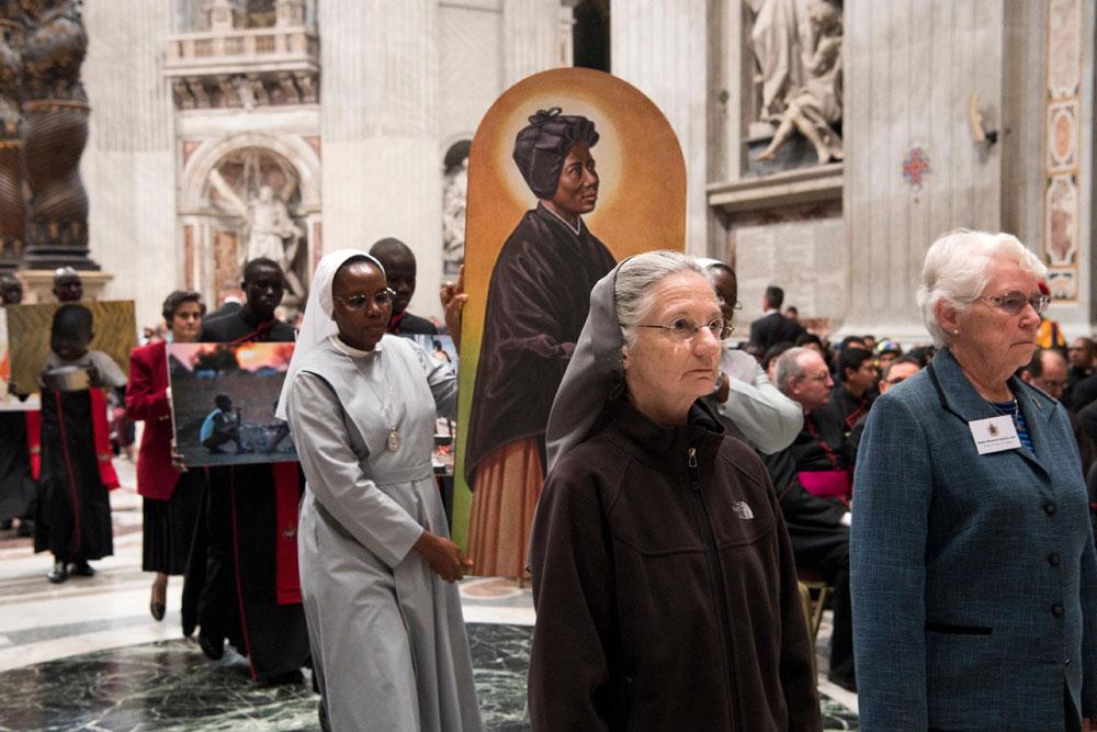praying-with-pope-francis_v3_1000x667.jpg