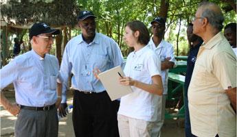 Petra Dankova briefs Fr. Nicolás, the General Superior of the Jesuits, about the Jesuit Refugee Service psychosocial program in Kakuma refugee camp, Kenya (Photo JRS, 2009)