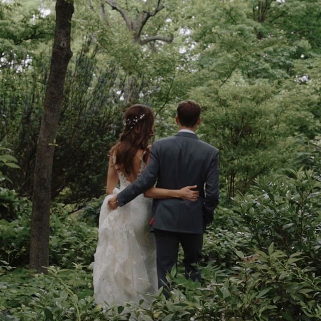 The goosebumps were contagious the entire day as we witnessed these high school sweethearts vow forever in front of their favorite people. xo @mindofbarbara