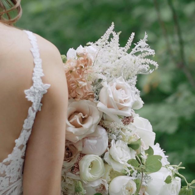 It's fun to find the story in the little details - on @emilyehecht's wedding day she rocked a stunning bouquet of feminine neutrals and perfect greenery.