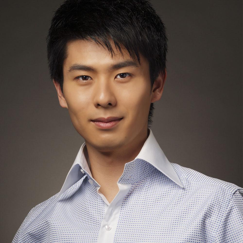 Kotaro Fukuma  (2011, piano)