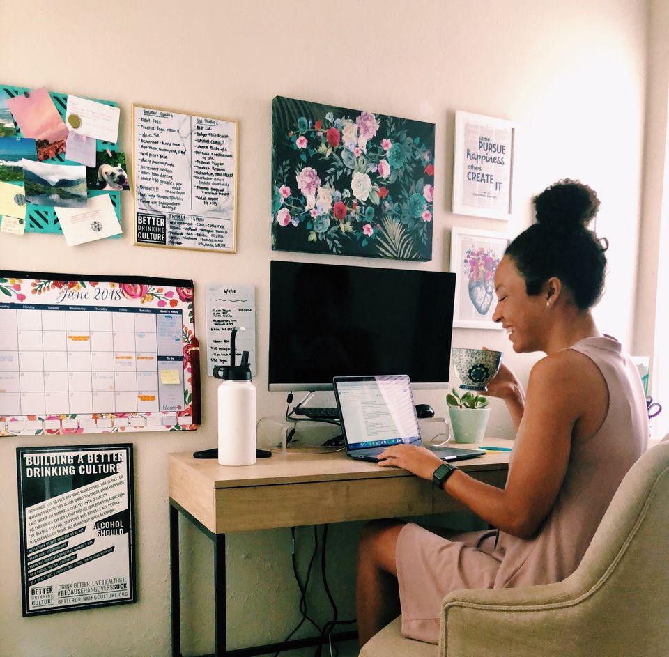 student entrepreneur, college student, girl boss, female entrepreneur