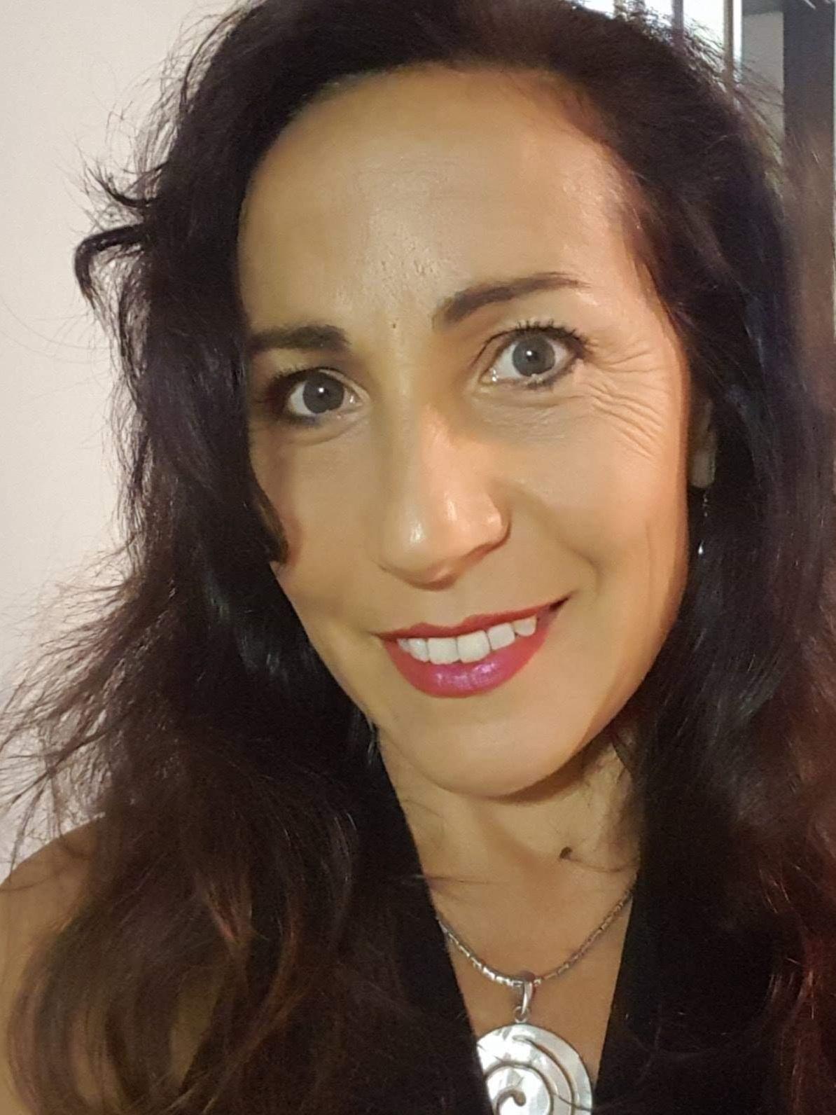 Ellie Burnet - doTERRA AromaTouch Technique, Health & Fitness Coach