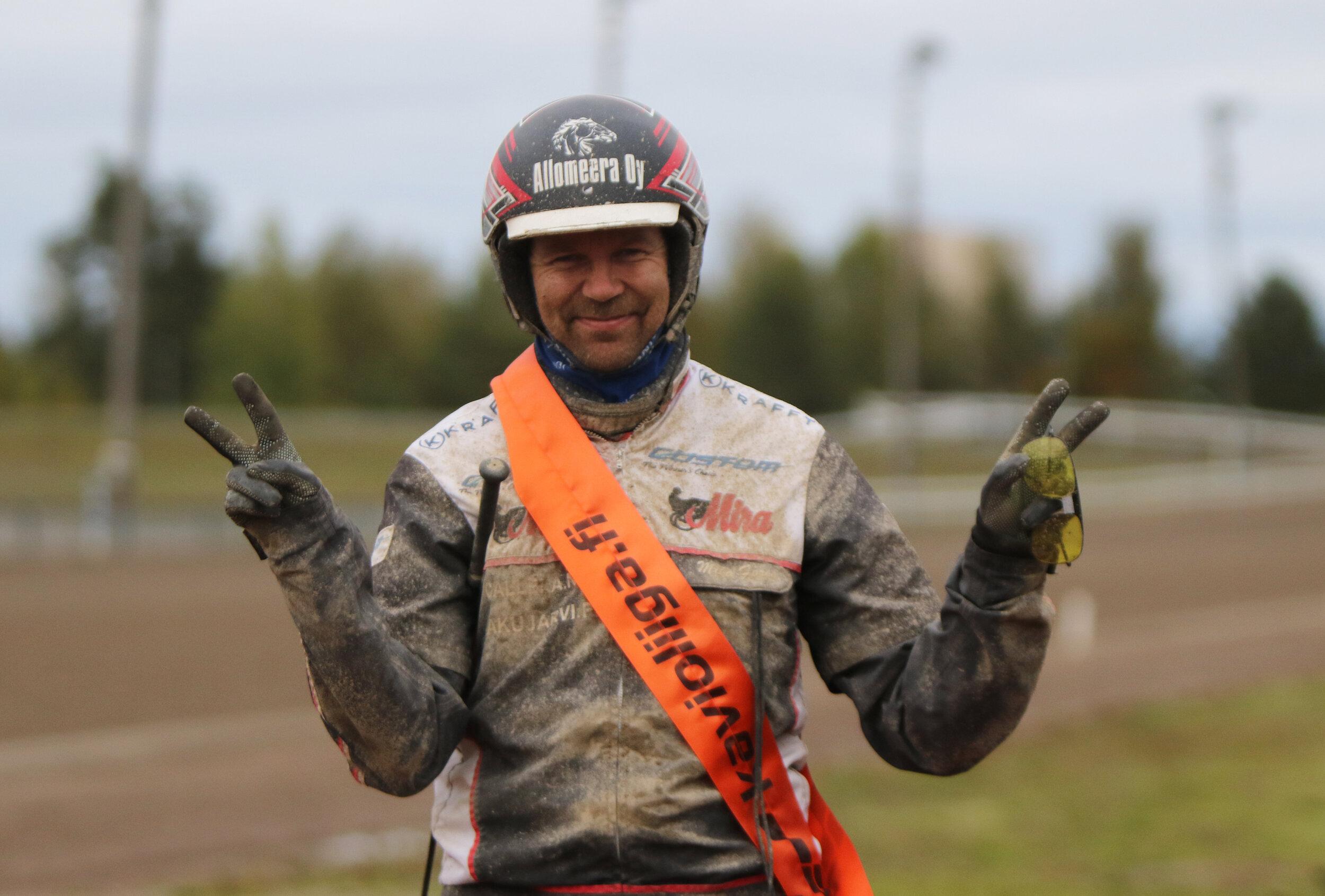 Mika Forss on Kavioliigan ohjastajapörssin kärjessä 58 pisteellä.