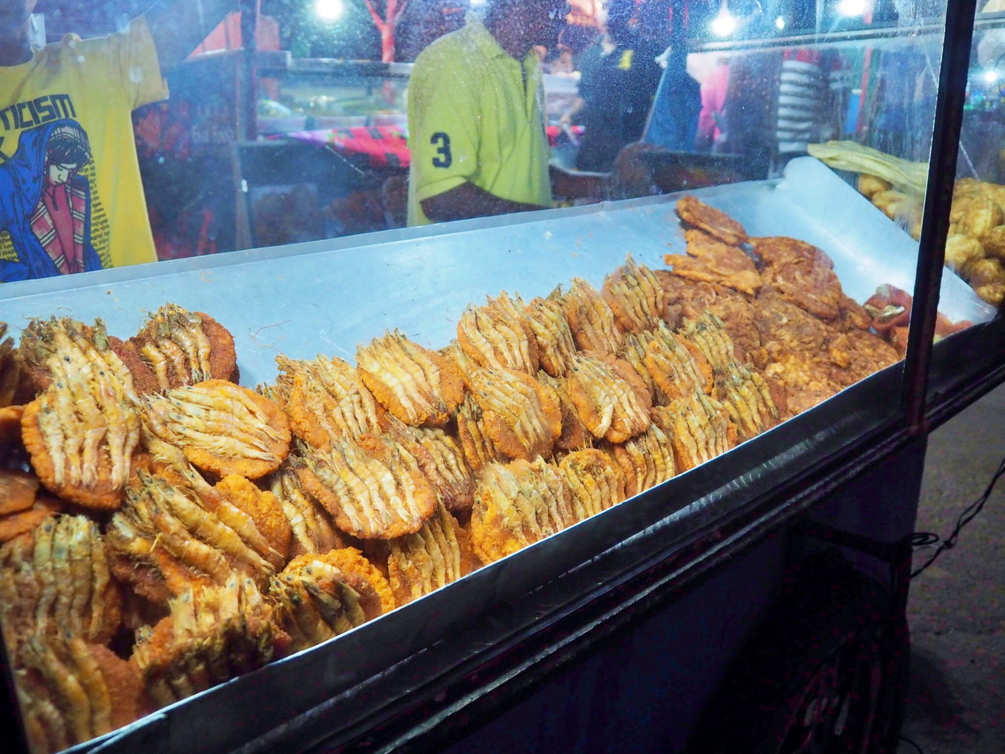 Isso wade (prawns on top of spicy split pea patties) at Galle Face Green in Sri Lanka
