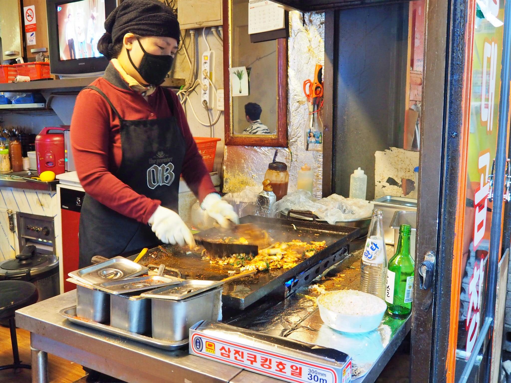 Korean lady chicken hongdae seoul.jpg