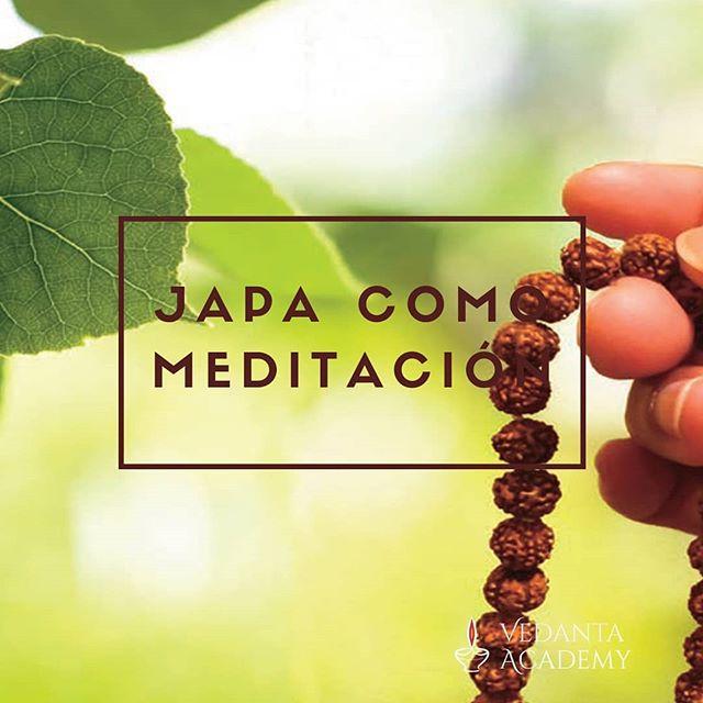Una forma de meditación es hacer japa, que es la repetición de un manta que invoca al Señor. Puedes comenzar con un mantra sencillo. La repetición es mínimo 108 veces. Si quieres leer el articulo completo ingresa en este link www.elrincondevedanta.com/home/japa-como-meditacion #vedanta #japa #meditacion #rosariohindu #vedantaaademy #concentracion #mantras #yoga