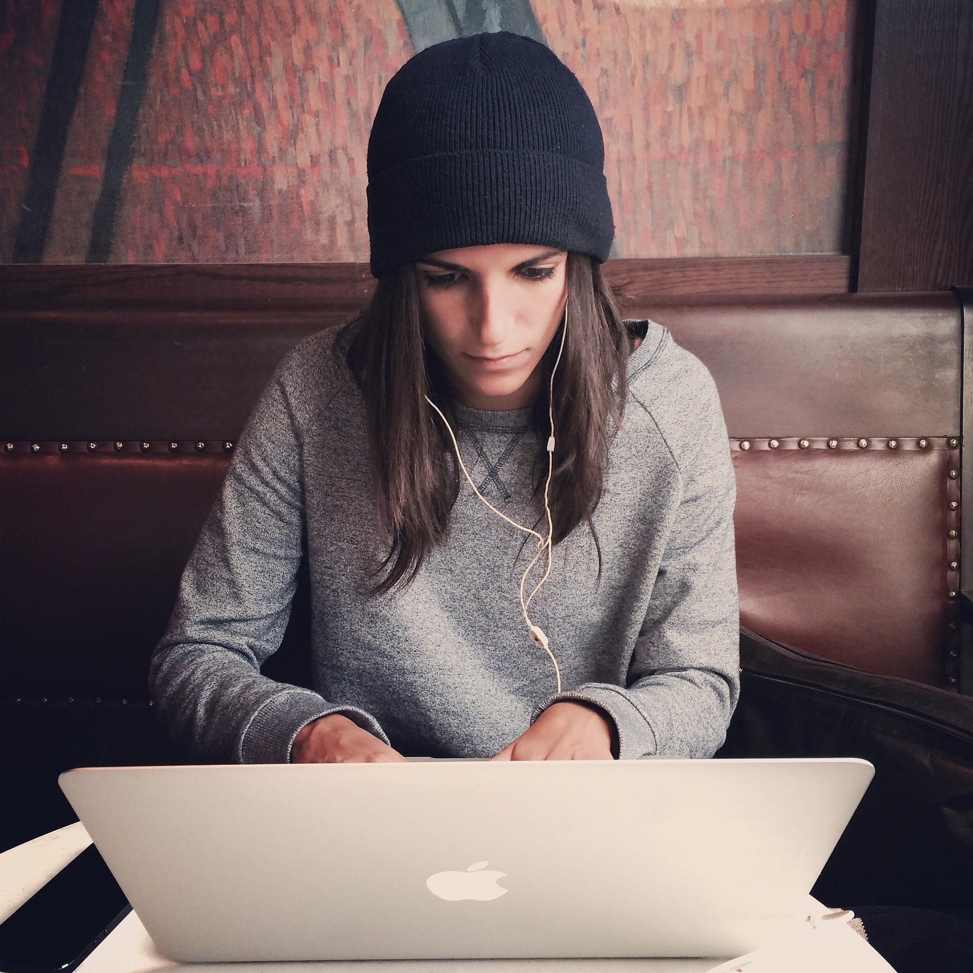 laptop-2561018_1920.jpg