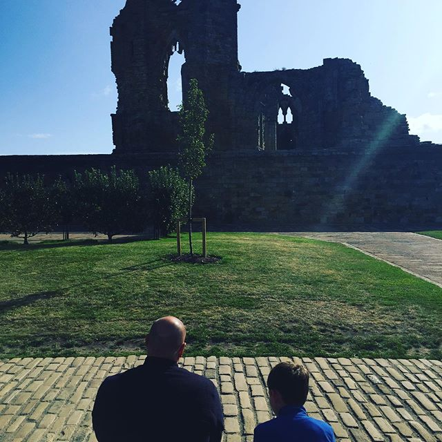 Sunshine and ruins in #Whitby