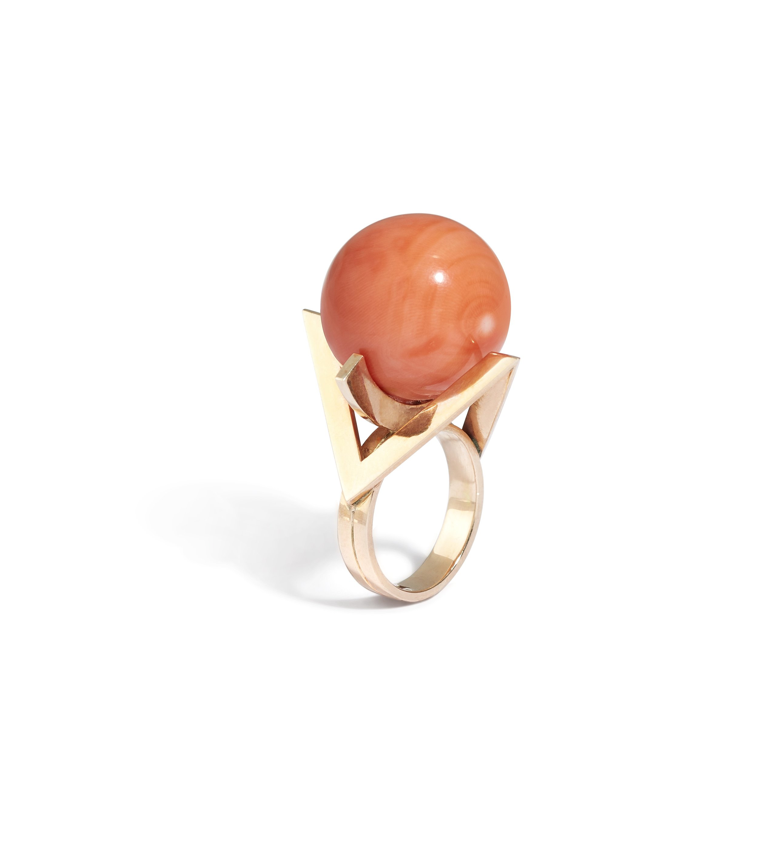 A coral and 18K gold ring -