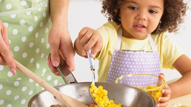 hipwee-cooking-with-kids_612+2.jpg