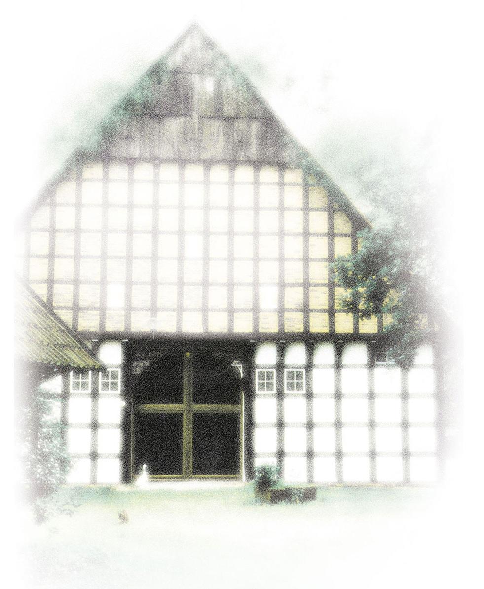 Willkommen im idyllischeN Seminarhaus Hof Laig - Hof Laig ist ein Seminar- und Tagungshaus am Rand des Teutoburger Waldes in Nordrhein Westfalen an der Grenze zu Niedersachsen. Das unter Denkmalschutz stehende Fachwerkhaus von 1808 und das Nebengebäude sind eingebettet in Gärten und Wiesen, mit Blick auf Wälder und die umliegenden Felder. Diesen liebenswerten Ort bieten wir Trägern der Erwachsenen-/ Weiterbildung, Projektarbeitsgruppen, Veranstaltern von Fachtagungen und Seminaren, Chören,  Retreats, Fastengruppen, sowie Selbsterfahrungsgruppen im Bereich Meditation, Yoga und Therapie- und Körperarbeit. Besonders für Teilnehmer von Ausbildungsgruppen wird dieser Ort schnell ein zweites Zuhause. Wir bieten unseren Gruppen Alleinbelegung für eine persönliche Atmosphäre. In 14 Ein- bis Dreibettzimmern können bis zu 29 Gäste übernachten. Die großen Räume und der Garten eignen sich ebenso für Tagesveranstaltungen aller Art.Unsere hochwertige Verpflegung basiert auf einem rein biologisch und vegetarischem Vollwertkonzept.